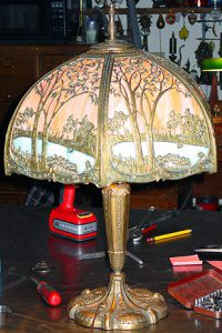Cottage on the lake table lamp